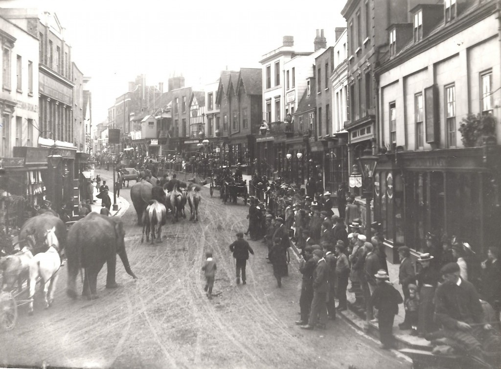 Atlee's Circus Arrives on Dorking High Street