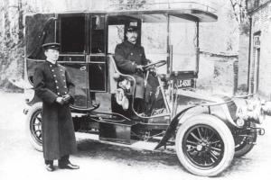Car at Tillingbourne House, Wotton, 1908