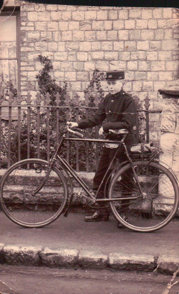 Messenger Boy William Burgess in Maidstone, 1907 © Jane Stevens